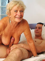 Категория порно: бабушка с внуком