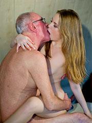 Категория порно: внучка с дедом